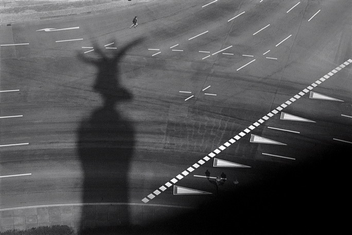 80-61-25-berlin-shadow.jpg